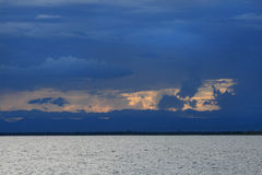 Solnedgång på laken Malawi (laken Nyasa) Royaltyfri Foto