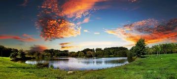 Solnedgång på parkera Arkivfoto