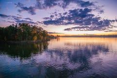 Solnedgång på sjöwylie Arkivbilder