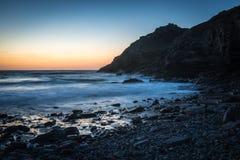 Solnedgång på St Agness, Cornwall, UK Royaltyfri Foto