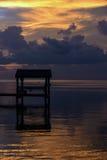 Solnedgång på tropiskt strandläge Royaltyfria Bilder
