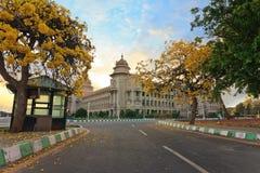 Solnedgång på Vidhana Soudha Arkivbilder