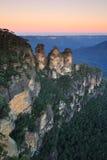 Solnedgång tre systrar, blåa berg, Australien Arkivbild