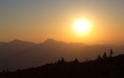 Solnedgång över de Mala Fatra bergen, Slovakien Royaltyfria Bilder