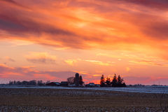 Solnedgång över lantgården Royaltyfri Fotografi