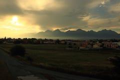 Solnedgång över Poprad Arkivbild