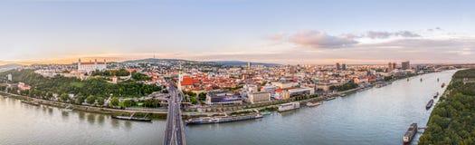 Solnedgång över stad av Bratislava, Slovakien Royaltyfria Foton