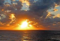 Solnedgång vid havet Royaltyfria Foton