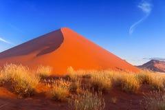 Solnedgångdyner av den Namib öknen Royaltyfri Bild