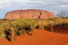 Solnedgången på Uluru Ayers vaggar i Australien Royaltyfri Foto