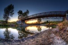 Solnedgången över provinsiell fiskliten vik parkerar i Calgary Royaltyfria Bilder