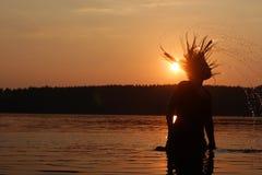 Solnedgångferie på sjön Arkivfoton