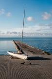 Solo barco en el embarcadero de Nida Foto de archivo libre de regalías