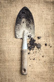 Solo das ferramentas de jardinagem no fundo do saco Fotografia de Stock Royalty Free