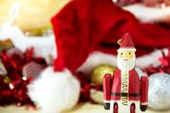 Solo de Santa Claus enfocado con el sombrero del rojo de la falta de definición Fotos de archivo