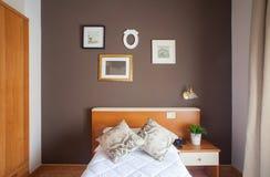 Solo dormitorio del hotel de Ares Imagen de archivo libre de regalías