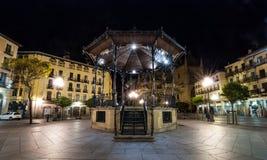 Solo Gazebo i den Segovia marknadsfyrkanten på natten arkivfoto