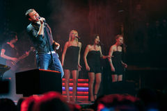Solo overleg van Emin Agalarov in een concertzaal Stock Foto's