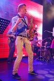 Solo saxofon Unga snillar av jazz på klubban Olympia Royaltyfri Bild