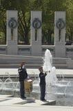 Solo trompetter en slagwerker die kranen uitvoeren Royalty-vrije Stock Afbeelding
