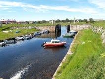 Solovki Der alte Kanal und der Verschluss in der Regelung Solovki Lizenzfreie Stockfotos