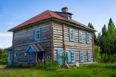 Solovki Ryssland - Juni 26, 2016: ArchimandriteMakarius stuga som byggs i 1882 Arkivfoton