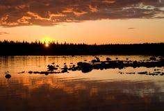 Solovki, zonsondergang. Stock Foto's