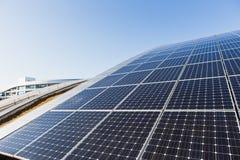 Solpanel alternativ källa av energi Arkivbild