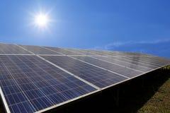 Solpanel photovoltaic alternativ elektricitet Fotografering för Bildbyråer
