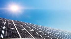 Solpanel photovoltaic alternativ elektricitetskälla Fotografering för Bildbyråer