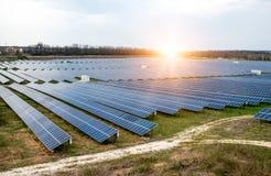 Solpanel photovoltaic alternativ elektricitetskälla Arkivfoto