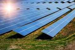 Solpanel photovoltaic alternativ elektricitetskälla Arkivbilder