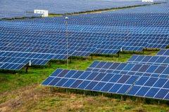Solpanel photovoltaic alternativ elektricitetskälla Arkivbild