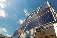 Solpanel solbatteri, alternativ energi Arkivfoto