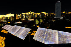 Solpaneler i stad arkivfoton