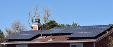 Solpaneler på uppehåll Fotografering för Bildbyråer