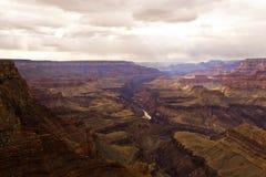 Solreflexion i floden Grand Canyon Royaltyfri Foto