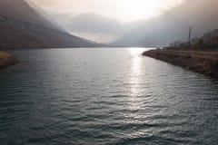 Solreflexion på sjöyttersida Royaltyfri Bild