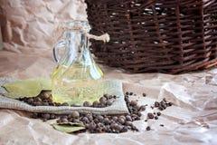 Solrosolja, kryddor och korg Royaltyfria Bilder