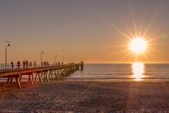 Solsignalljus över bryggan Royaltyfria Foton