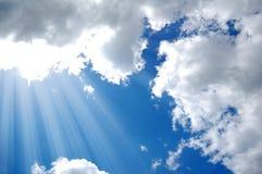 Solsken från oklarheter i dag. fotografering för bildbyråer