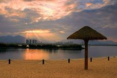 Solsken och stranden Arkivfoton