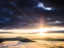 solsken på berget Arkivbild