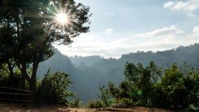 Solsken på bergstoppet Royaltyfria Foton