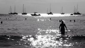 Solsken på Nai Harn Beach Phuket Thailand Fotografering för Bildbyråer