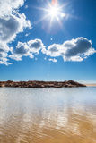 Solsken på stranden royaltyfria bilder
