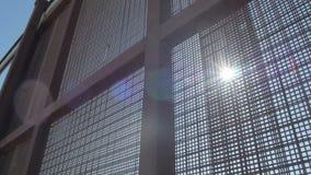 Solsken till och med staketet på den USA- och Mexico gränsen arkivfilmer
