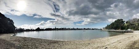 Solskendag på stranden i Parnell, Auckland, Nya Zeeland arkivfoto