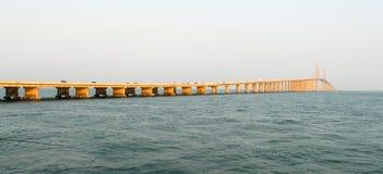 SolskenSkyway bro - Tampa Bay, Florida Arkivfoto