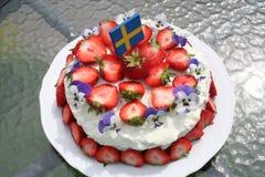 Solståndtårta med svenska jordgubbar Arkivfoton